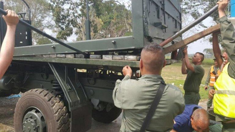 La cocaína estaba escondida dentro de un camión del Ejército
