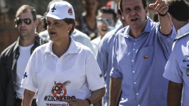 Dilma Rousseffvisitó las viviendas en un barrio humilde de Rio de Janeiro