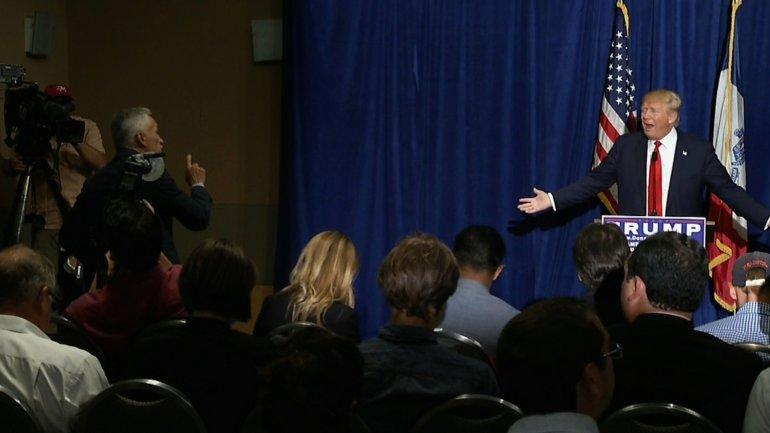 El famoso incidente de 2015, cuando Trump expulsó de una rueda de prensa el periodista Jorge Ramos
