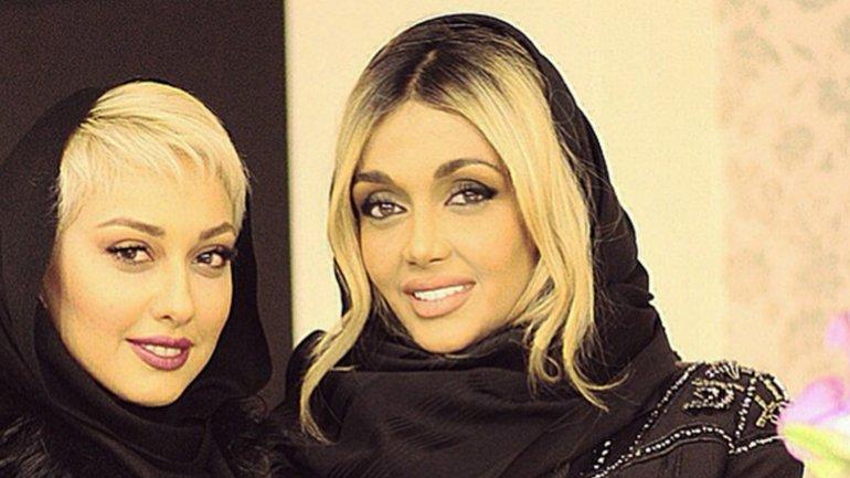 Elnaz Golrokh (der.) junto a la modelo Sadaf Taherian