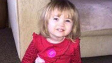 Faye Burdett luchó sólo once días contra la meningitis. Sus padres decidieron que muriera en paz