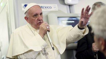 El papa Francisco en su viaje de vuelta de México hacia el Vaticano. Allí pronunció un feroz ataque contra Donald Trump