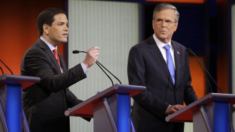Los precandidatos republicanos a la Casa Blanca Marco Rubo y Jeb Bush