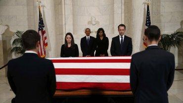 Barack y Michelle Obama en el funeral de Antonio Scalia