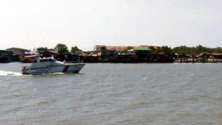 La embarcación naufragó en la noche del sábado con 15 personas a bordo
