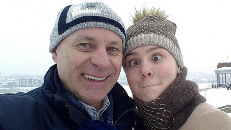Víctor Tolstykh es profesor de Margarita Peschcherova. Él tiene 57 años y ella 17