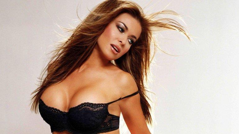 La actriz Carmen Electra contó en TV que le gusta grabarse y hacer videos porno