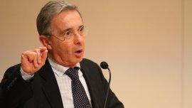 Uribe señala que el Gobierno y las FARC podrían hacer pactos secretos en la reforma constitucional