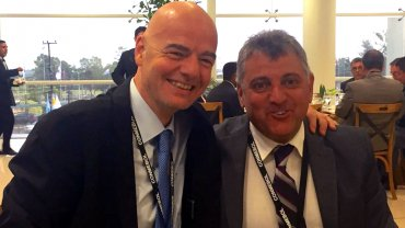 Gianni Infantino junto a Wilmar Valdez
