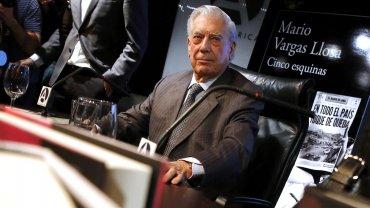 Vargas Llosa, durante la presentación de su nuevo libro, Cinco esquinas