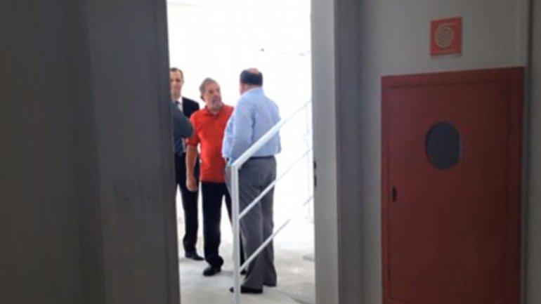 Lula Da Silva en su triplex del complejo Solaris, un exclusivo edificio en Guarujá, San Pablo. Junto a él, el ex presidente de la empresa OAS, Léo Pinheiro, condenado a 16 años de cárcel por la causa Lava Jato.