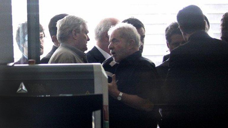 Luiz Inácio Lula da Silva tras declarar ante la policía en el aeropuerto de Congonhas