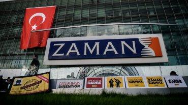Protesta ante las oficinas del diario Zaman