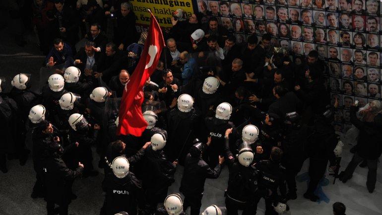 La policía reprimió a los manifestantes turcos