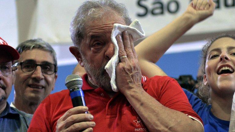 Lula lloró en un acto con sus partidarios