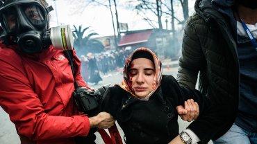 Cerca de 500 manifestantes protestaron contra la intervención del periódico Zaman