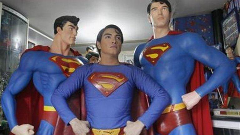 Herbert Chavez tiene 39 años y se operó 26 veces para ser como Superman