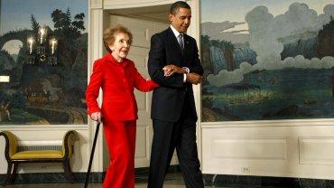 Barack Obama junto a Nancy Reagan