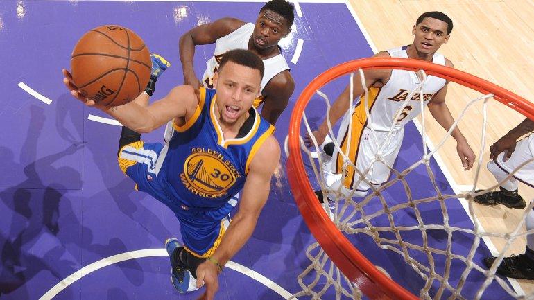 Stephen Curry convirtió 18 puntos