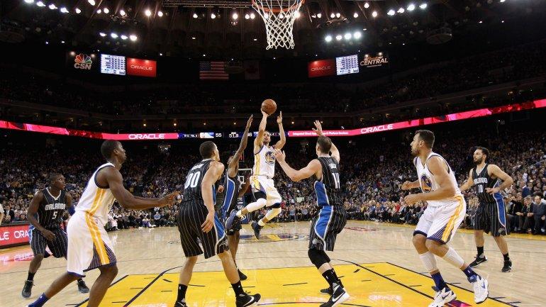 Stephen Curry cerró una noche con 41 puntos
