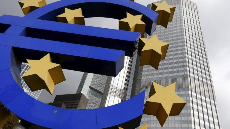 Con la esperanza de alentar elcrédito,elconsumoy lainflación,el Banco Central Europeo (BCE) también comenzará acomprar deuda corporativa