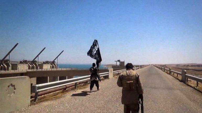 El Estado Islámico tomó la represa de Mosul en junio de 2014. La tuvo bajo su control hasta que fueron expulsados por los kurdos 6 meses después