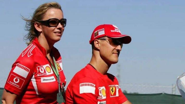 Sabine Kehm junto a Michael Schumacher