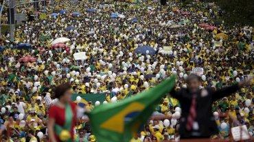 Miles de personas se concentraron desde las primeras horas de hoy en decenas de ciudades deBrasil