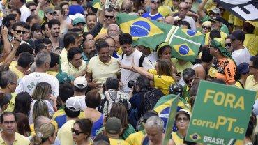 El opositor Aécio Neves, en las marchas de Belo Horizonte