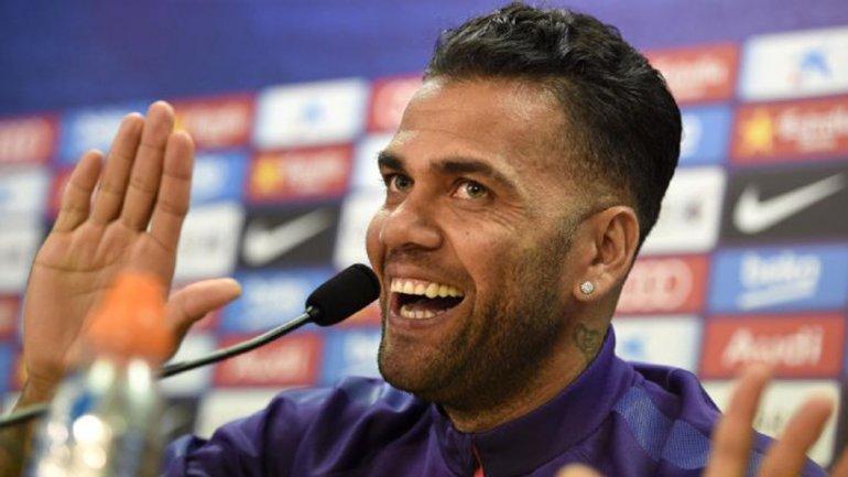 Daniel Alves forma parte de la lista de Dunga para la Copa América Centenario