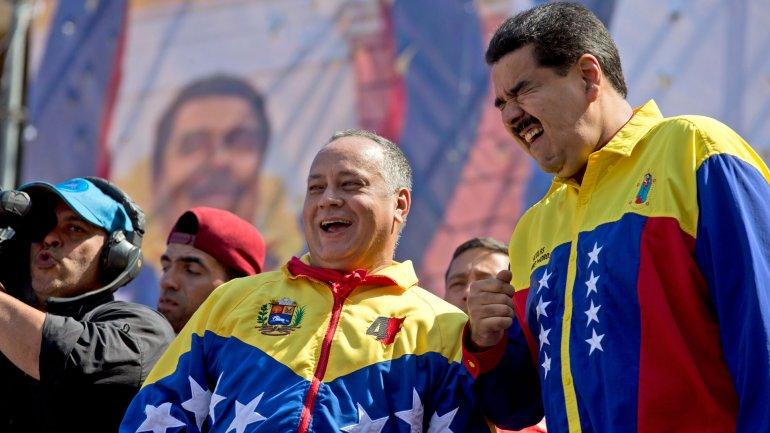 Diosdado Cabello junto al presidente Nicolás Maduro