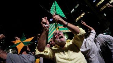 Protestas multitudinarias y cacerolazos en varias ciudades de Brasil