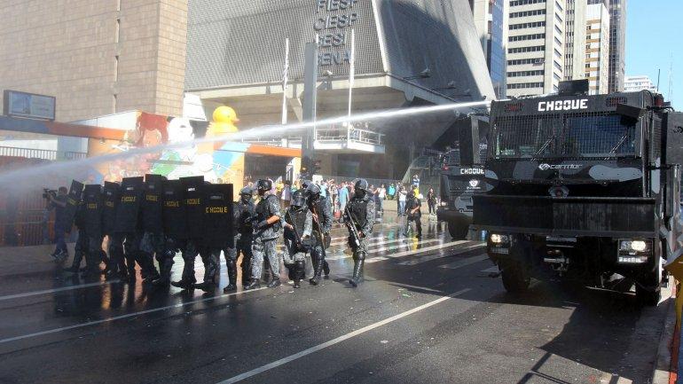 La Policía Militar desalojó a los manifestantes opositores que bloqueaban el tránsito por la avenida Paulista, la arteria principal de la ciudad de San Pablo