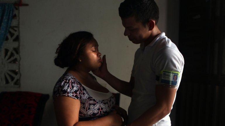 Hombres y mujeres deberán esperar un tiempo prudencial para retomar el sexo sin protección después de la aparición de los síntomas del virus del zika.