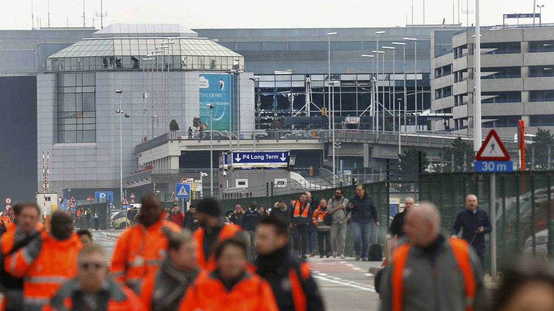 El gobierno belga activó pocos minutos después el comité de crisis y elevó el alerta de amenaza terrorista al máximo nivel