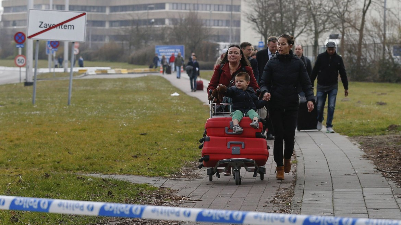 Familias escapan de la amenaza terrorista
