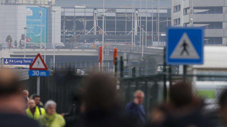 Fuerzas de seguridad de Bélgica pidieron a los ciudadanos no salir de sus casas. Esperan nuevos ataques terroristas.