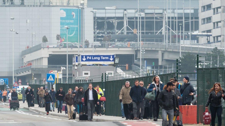 Fueron dos explosiones dentro del aeropuerto a las 8 AM hora local