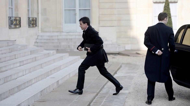 Manuel Valls, primer ministro de Francia, ingresa al comité de crisis