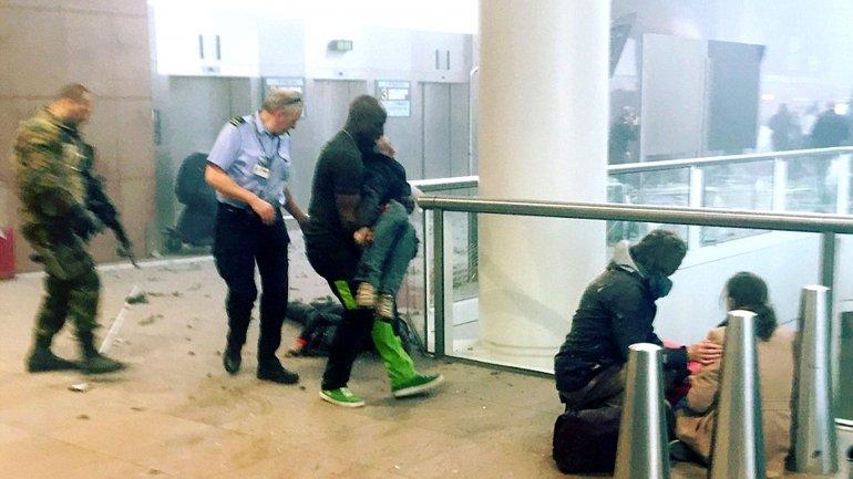 El momento posterior al estallido de una de las bombas en el aeropuerto de Bruselas
