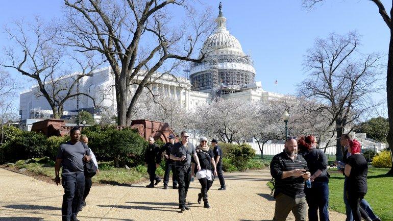 El lunes se registró un tiroteo en el Capitolio; este martes hallaron un paquete sospechoso