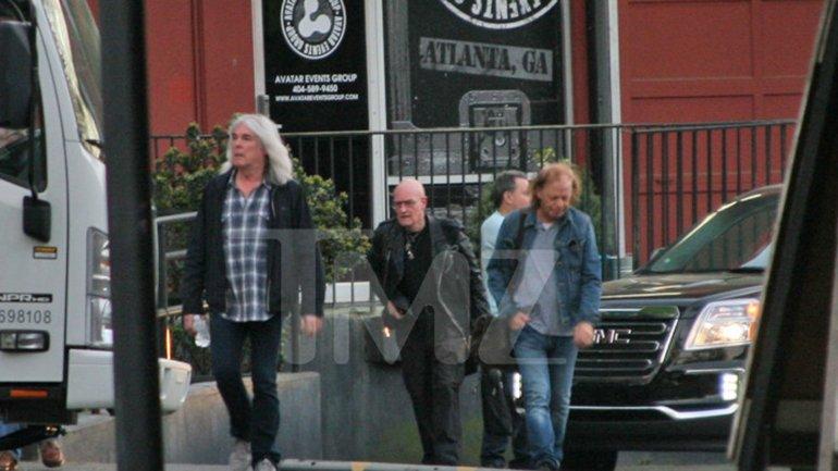 Los músicos de AC/DC tras el ensayo con Axl Rose