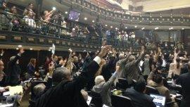 Los diputados votan en la Asamblea Nacional a favor de la Ley de Aministía
