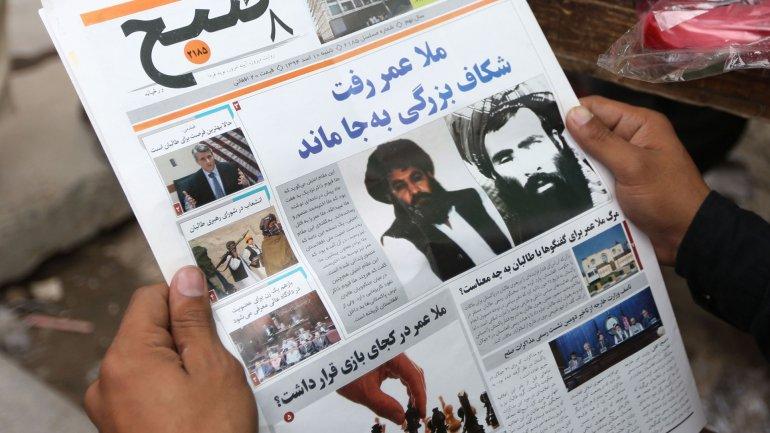 Un diario local con imágenes de talibanes
