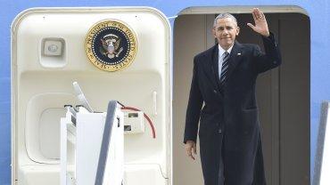 Barack Obama en el avión presidencial Air Force One