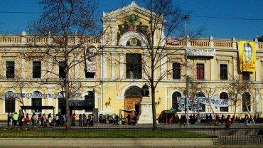 La Universidad de Chile tiene sede en la ciudad de Santiago