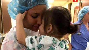 Nicolly Pereira fue operada con éxito en Estados Unidos. Gracias a los médicos pudo ver a su mamá por primera vez.