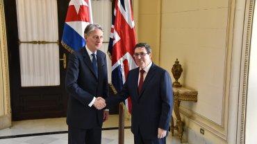 El canciller británico Philip Hammond y su par cubano Bruno Rodríguez firmaron acuerdos de cooperación
