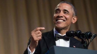 Es costumbre que los presidentes se ridiculicen a ellos mismos y a otros durante el discurso