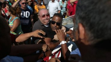 El régimen cubano arrestó a una persona que portaba la bandera de Estados Unidos